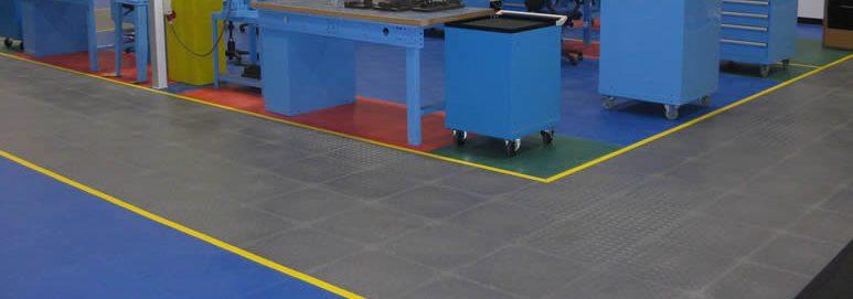 Ineinandergreifende Bodenbeläge: PVC oder Gummibodenbeläge?